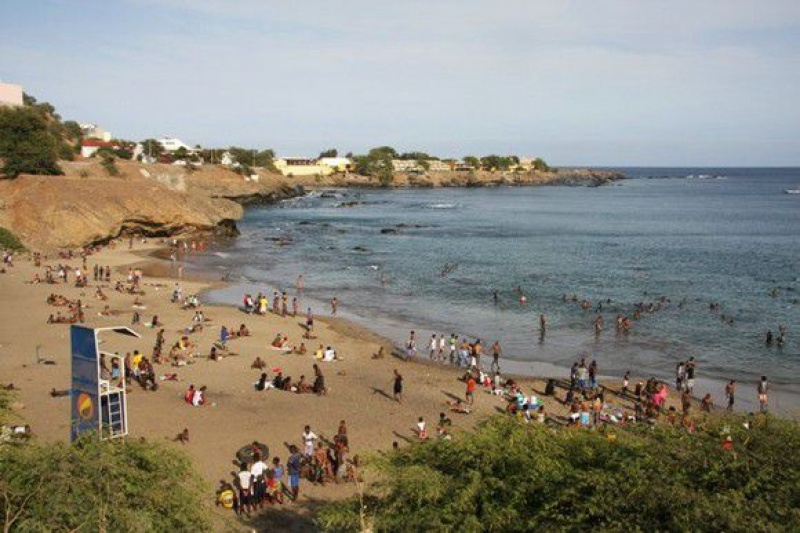 Quebra Cenala é a praia mais popular da capital