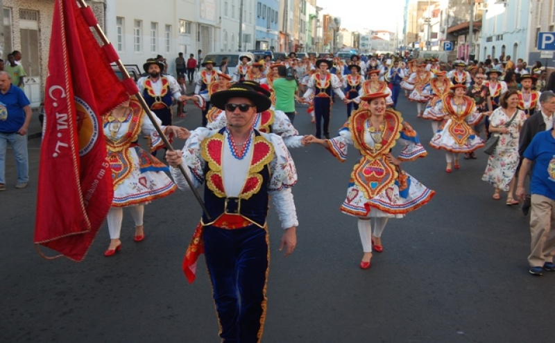 A Marcha de Alfama recriada à escala da Av. Amílcar Cabral