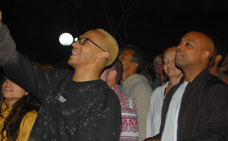 Entre o público, o cantor e produtor Nelson Freitas