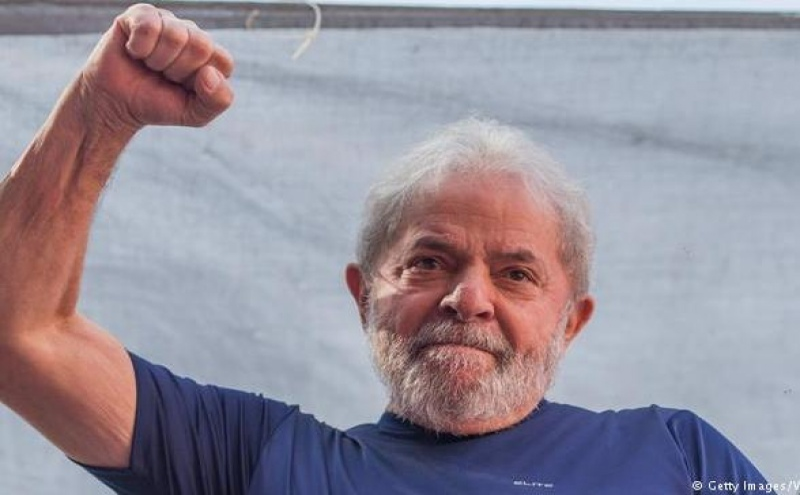 Lula da Silva, detido desde Abril, foi designado candidato do PT às eleições presidenciais