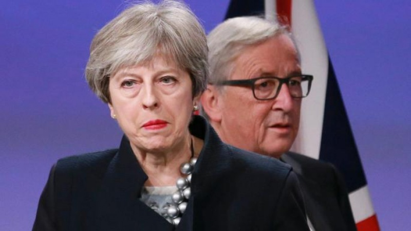 Theresa May e Jean-Claude Juncker
