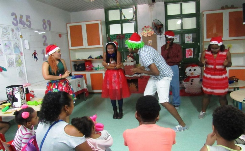 Sessão de 'contação de estórias' na pediatria do HBS